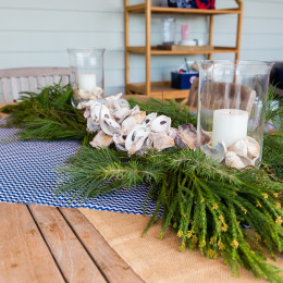 coastal haven design | coastalhavendesign.com | holiday swag centerpiece
