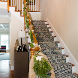 coastal haven design | coastalhavendesign.com | staircase with garland