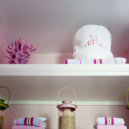 coastal haven design | coastalhavendesign.com | pink styled bookshelf