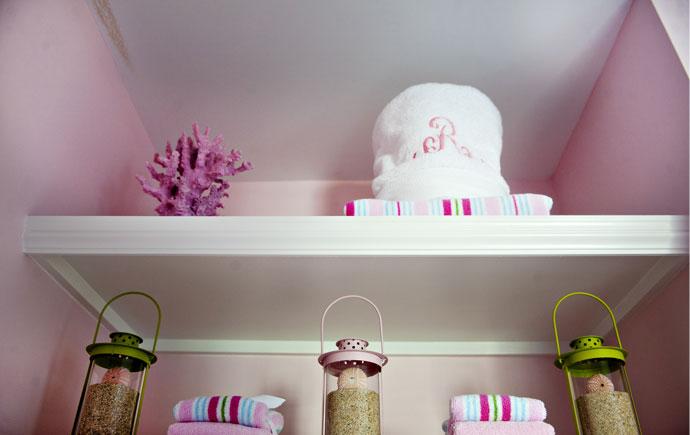 coastal haven design | coastalhavendesign.com | pink styled bookshelf
