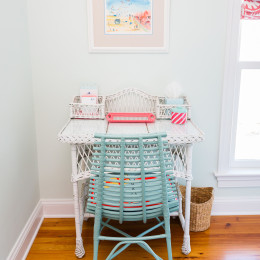 coastal haven design | coastalhavendesign.com | blue and coral desk