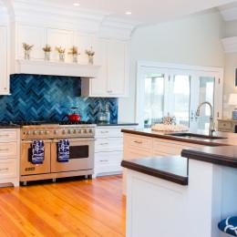 coastal haven design | coastalhavendesign.com | Kitchen blue backsplash