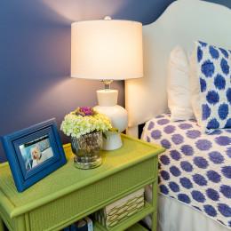 coastal haven design | coastalhavendesign.com | Green and blue room bedside table and lamp
