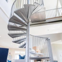 coastal haven design | coastalhavendesign.com | winding staircase