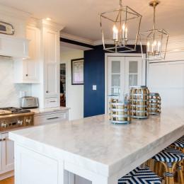 coastal haven design | coastalhavendesign.com | kitchen island inward